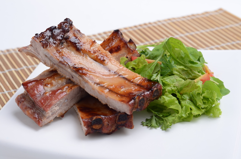PORK BELLY WITH HONEY REDUCTION, PEPERINA SCENT AND FRESH GREEN SALAD