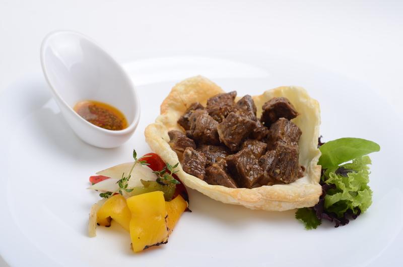 Carne a la masa con pimientos asados