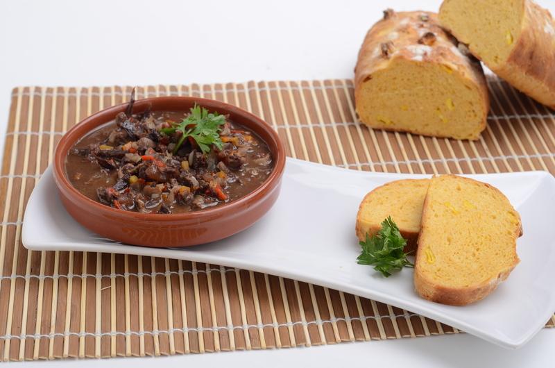 Chanfaina con pan de calabaza y humita